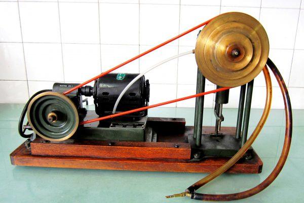 ابزارهای علمی قدیمی